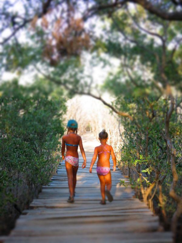 girlsboardwalk2